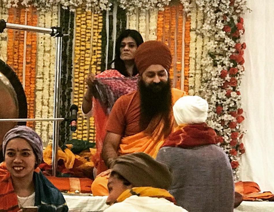 receiving.sarupa.in.pushkar.banghwar.singh.palace